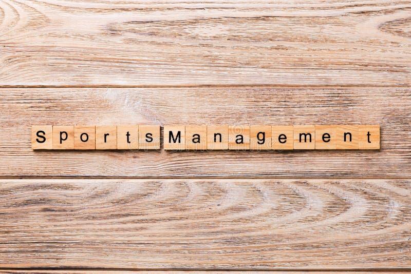 Слово управления спорт написанное на деревянном блоке текст управления спорт на деревянном столе для ваш desing, концепции стоковое фото rf