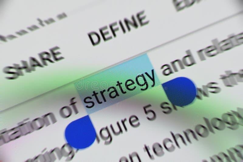 """Слово """"стратегия """"выбранная и выделенная цифров на мобильном экране дисплея стоковое изображение"""