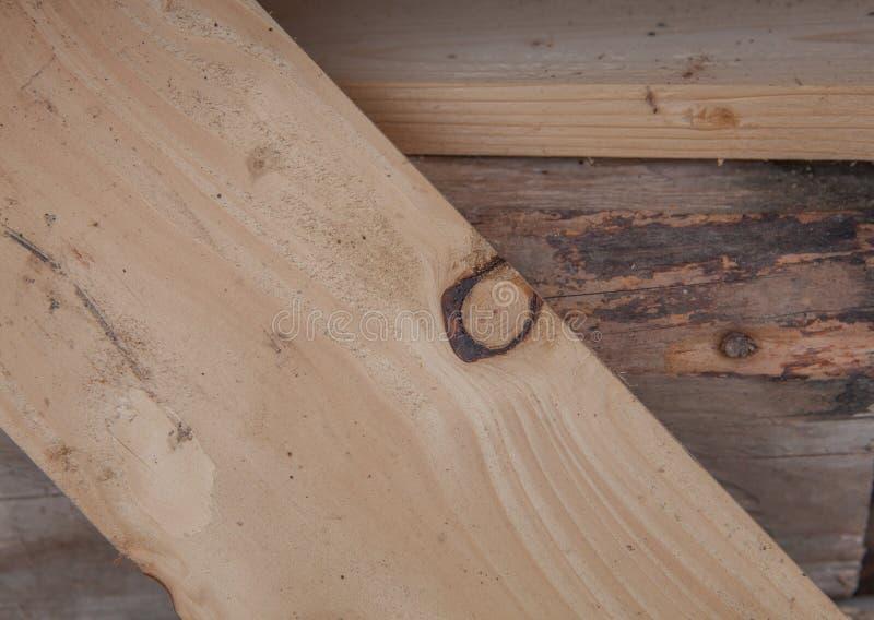 Сложенные деревянные планки в лесопилке Сложенные доски как текстура стоковое изображение rf