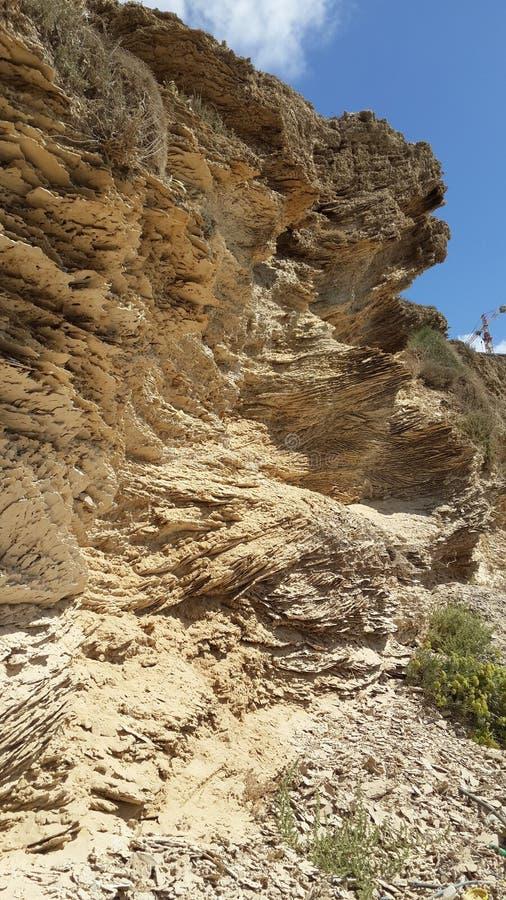 Слои седимента песчаника на израильском побережье стоковая фотография