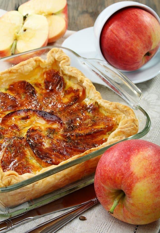 слойка расстегая яблока стоковая фотография rf