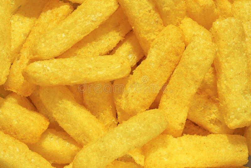 Слойки сыра, красочное Cheetos Близкая поднимающая вверх съемка слоек сыра стоковое изображение