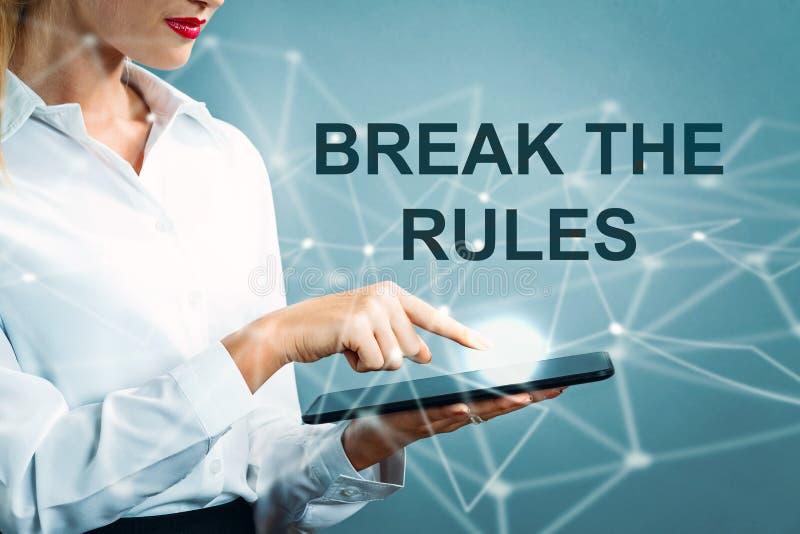 Сломайте текст правил с бизнес-леди стоковое фото