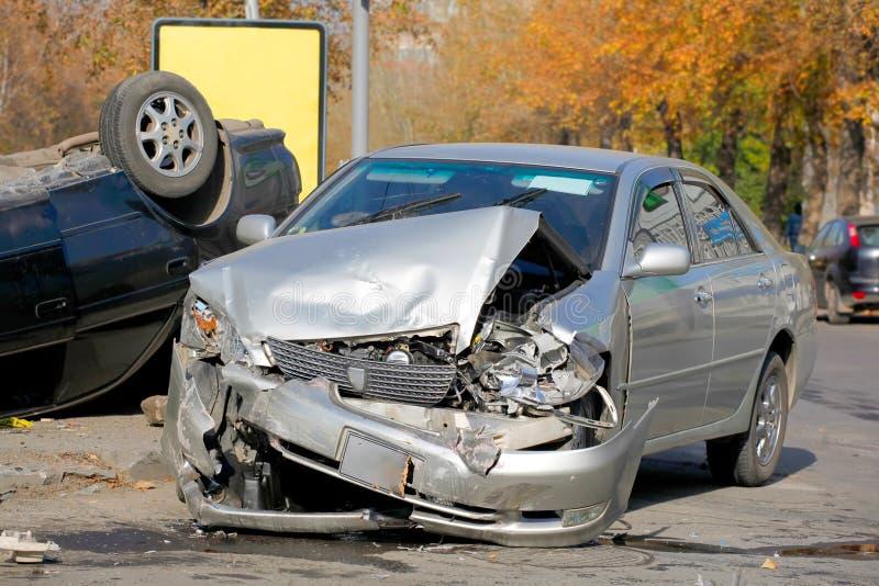 сломленная авария автомобилей 2 автомобиля стоковая фотография rf