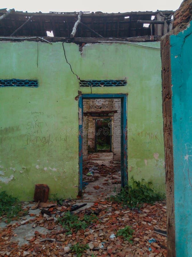 Сломленная дверь стоковые фотографии rf