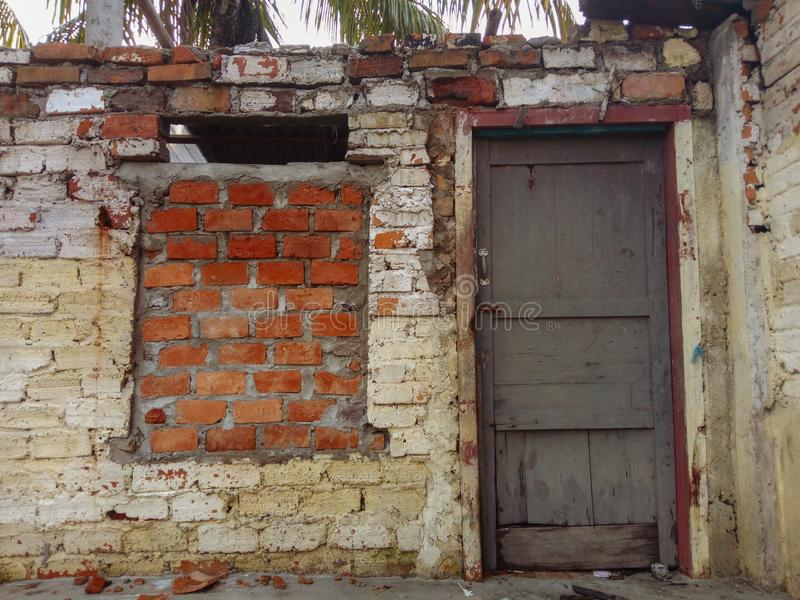Сломленная дверь стоковое фото rf