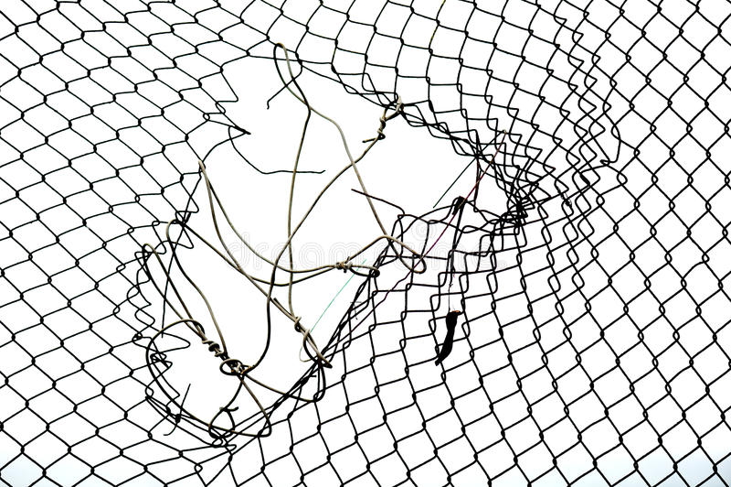 сломленная железная проволока загородки стоковые изображения