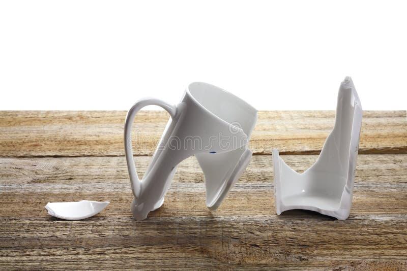Сломленная кофейная чашка стоковое фото rf