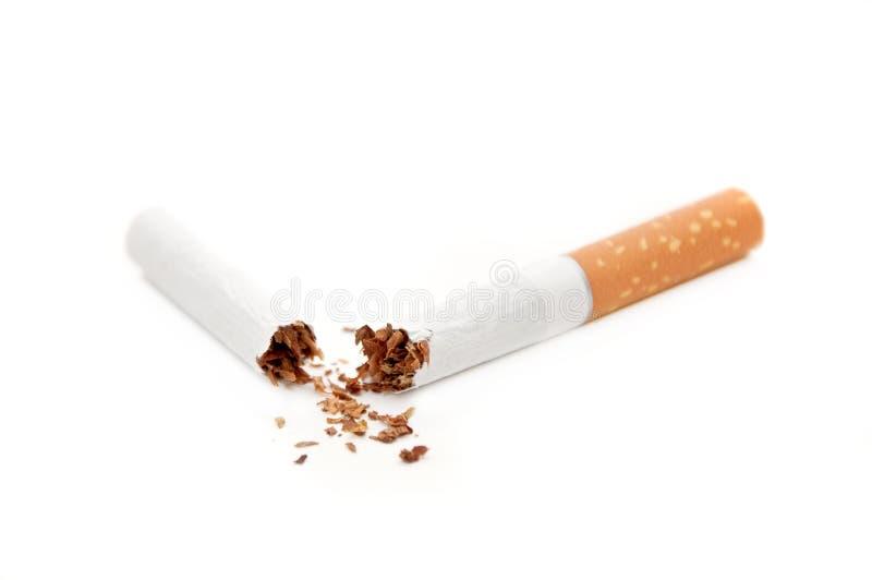 сломленная сигарета стоковые изображения