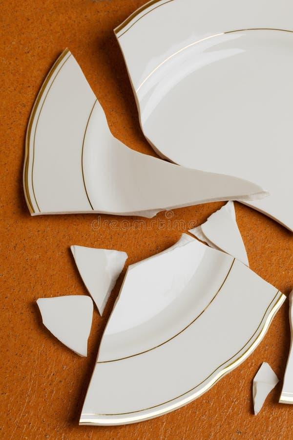 сломленная тарелка стоковые изображения rf
