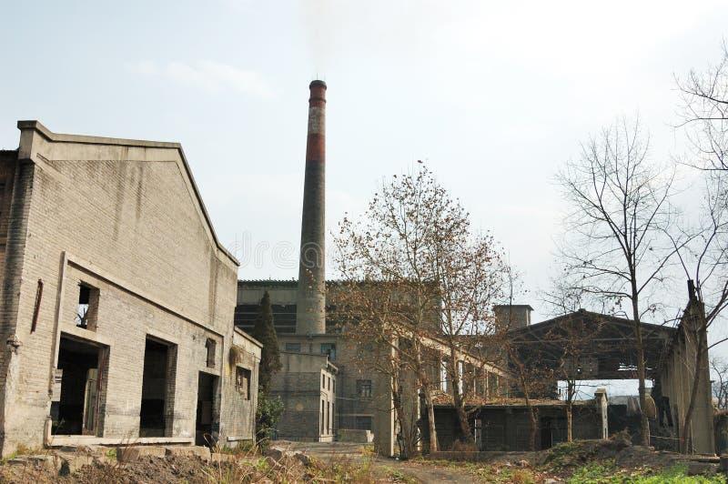 сломленная фабрика стоковая фотография rf