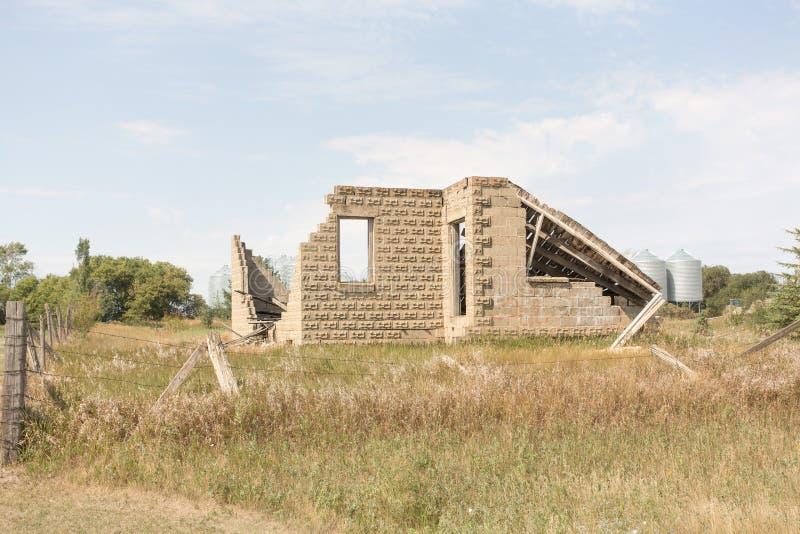 сломленное здание стоковое фото
