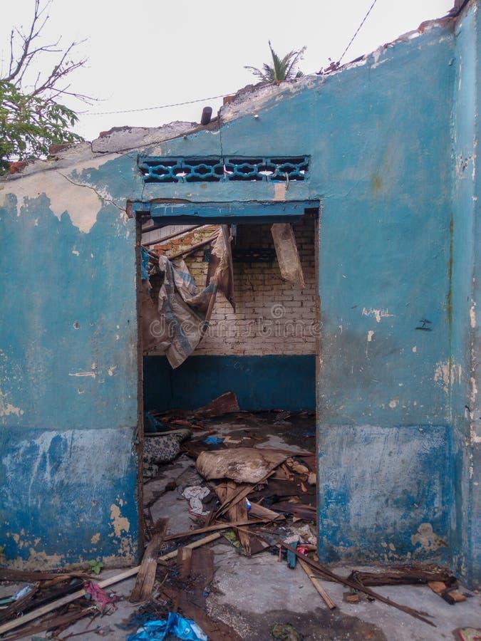 сломленное здание стоковые фотографии rf