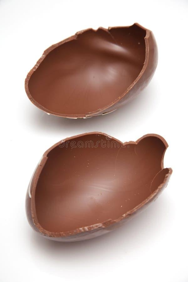 сломленное пасхальное яйцо шоколада стоковые изображения rf