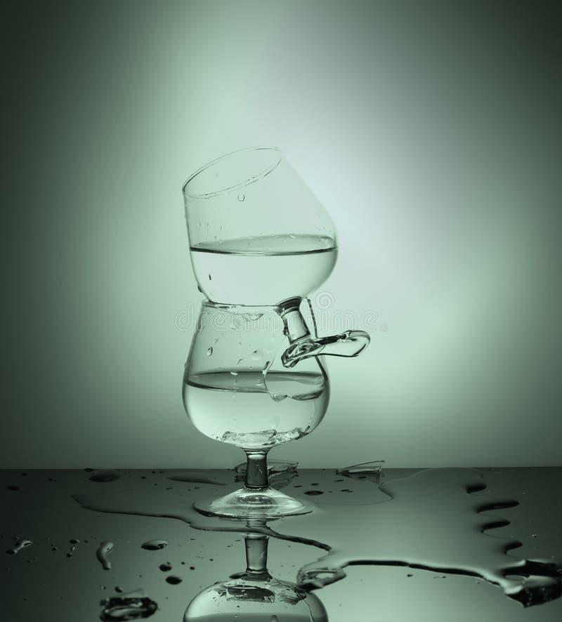 сломленное стеклянное вино стоковое изображение rf