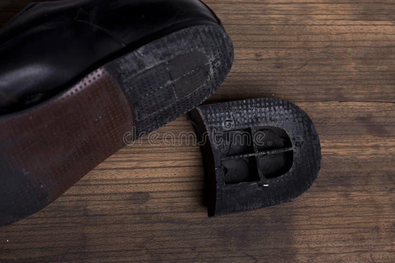 сломленные ботинки стоковые изображения rf