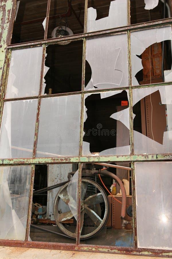 сломленные окна стоковое изображение