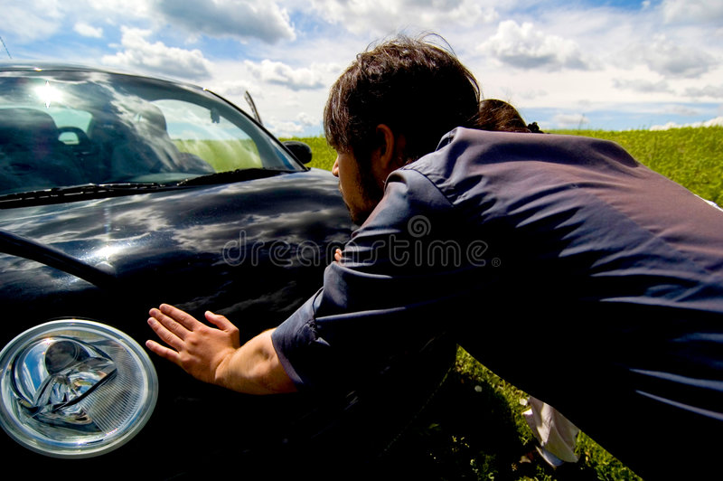 сломленный автомобиль вниз стоковая фотография