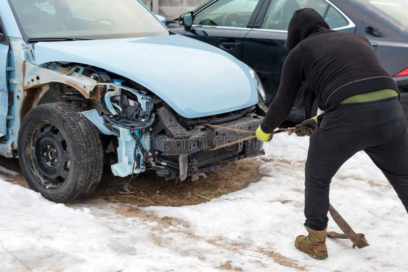 Сломленный автомобиль после аварии Автоматическая авария, развалина с ушибом повреждения Улица, столкновение движения Сломленный  стоковые изображения rf