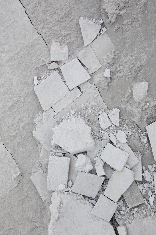 Сломленный камень пляжа в тенях серых и геометрических форм стоковое изображение