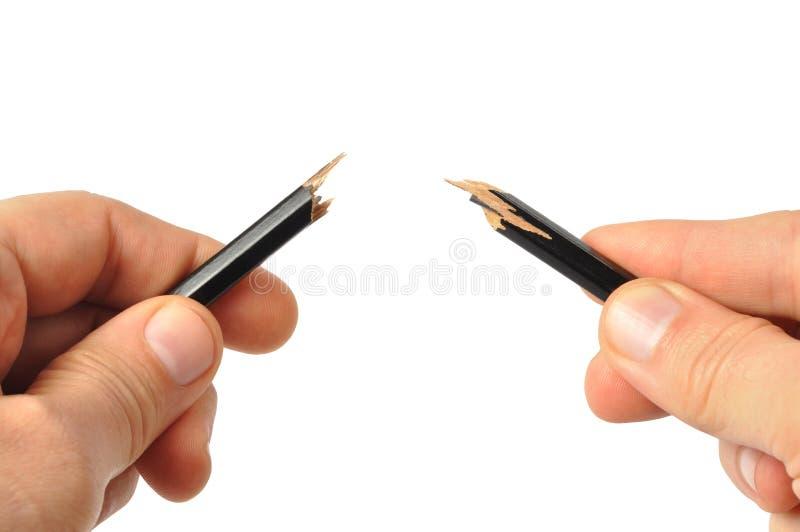 сломленный карандаш рук стоковое фото