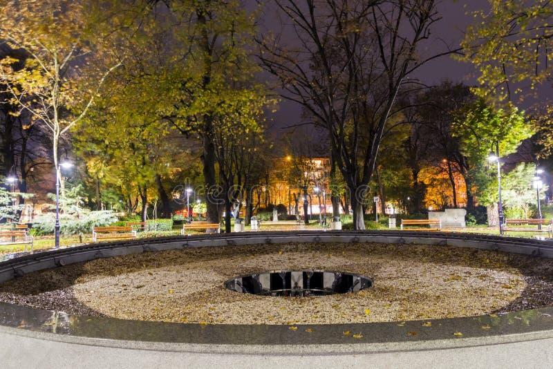 Сломленный фонтан пустой фонтан стоковое фото rf