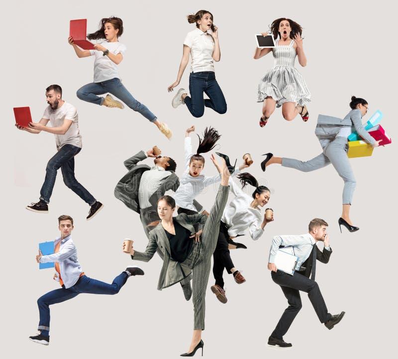 Служащие или танцоры балета прыгают на белом фоне стоковые фото