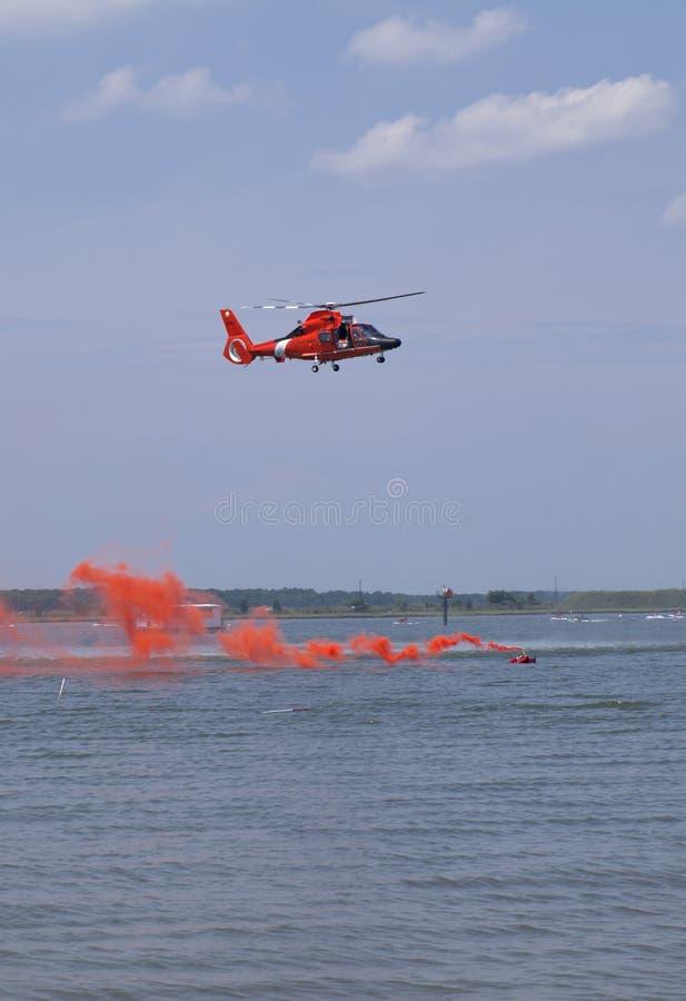 служба береговой охраны спашет нас стоковая фотография rf