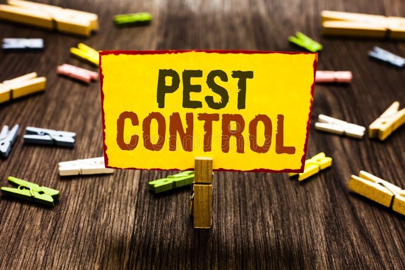 Служба борьбы с грызунами и паразитами сочинительства текста почерка Смысл концепции убивая разрушительные насекомых который атак стоковая фотография
