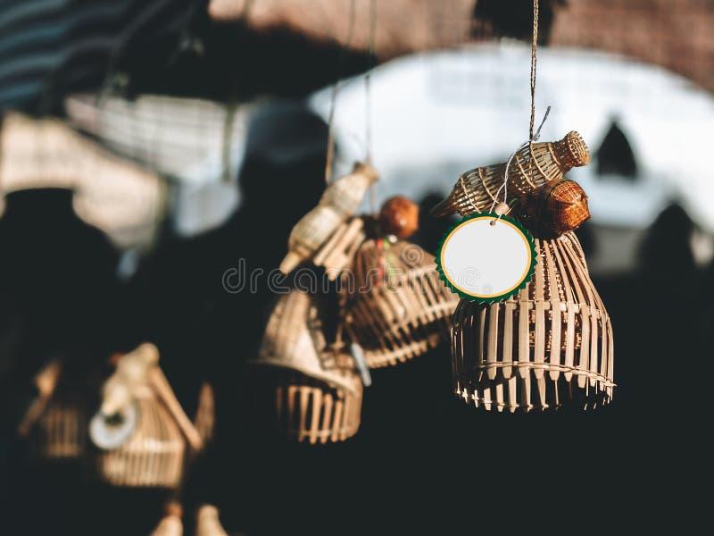Случайно рыбы ловушки или цистерна, тайские люди считают, что висеть перед домом или магазином будет богат и зажиточен стоковая фотография rf