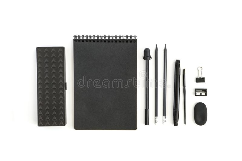 Канцелярские товары E Случай карандаша заточника ластика ручки карандашей блокнота Объекты на белой предпосылке стоковые фото