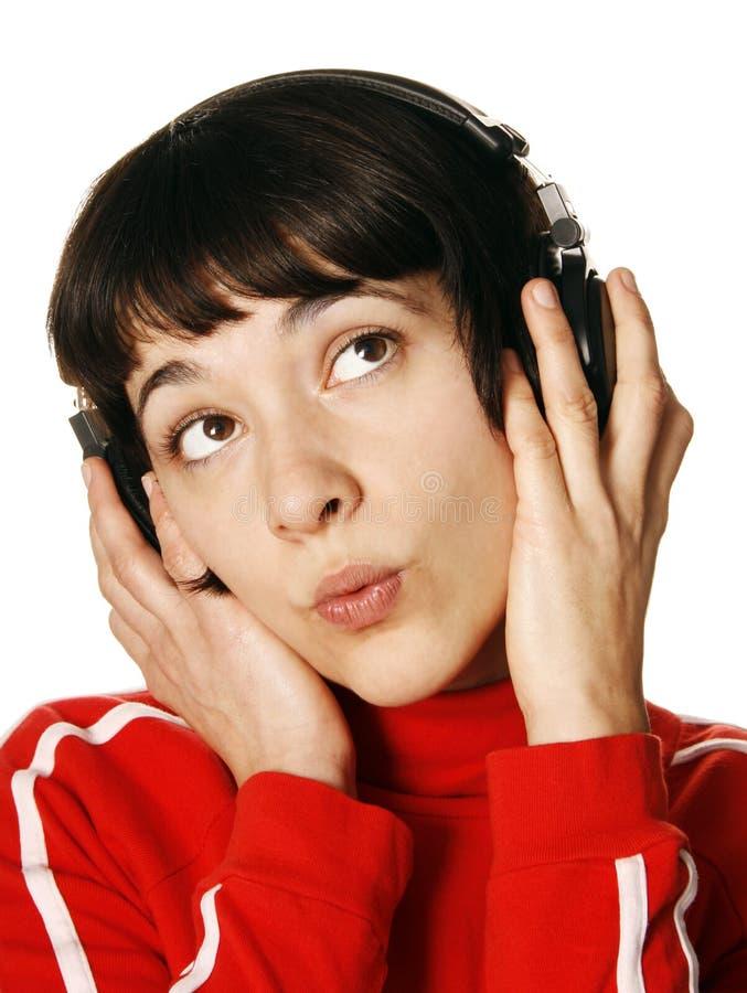 слушая женщина нот стоковые фото