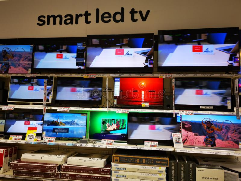 Смарт показал телевизор в супермаркете Карфур Вулкан стоковое изображение