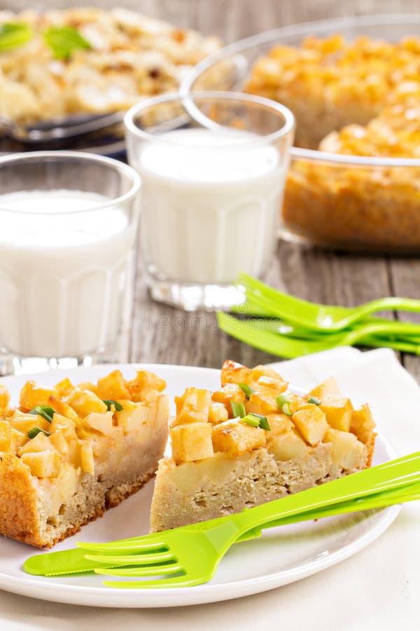 Смачный торт с картошками стоковые фото