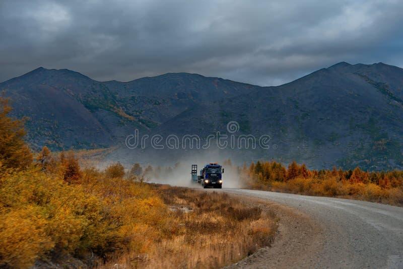 Смертельная пыль дорог taiga стоковые изображения rf