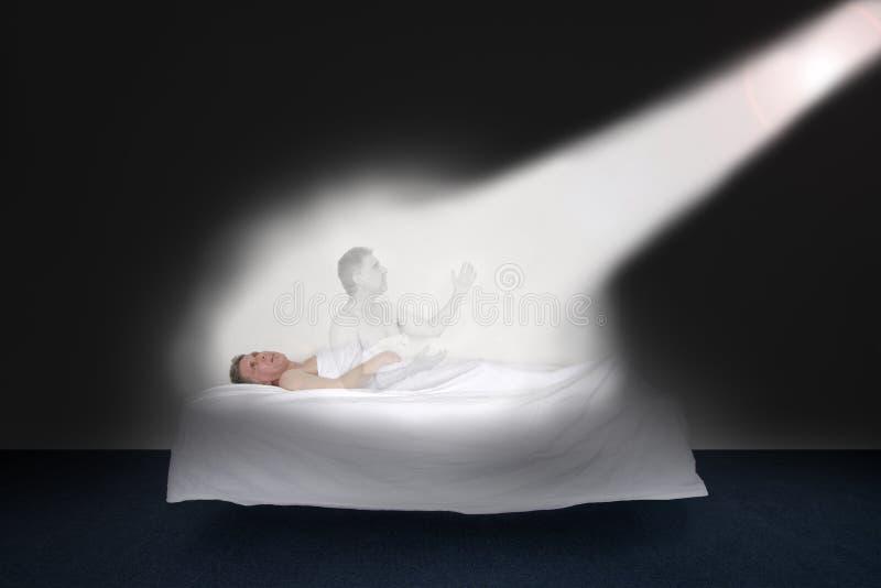 Смертное ложе, через жизнь после смерти, подъема к белому свету стоковые изображения rf