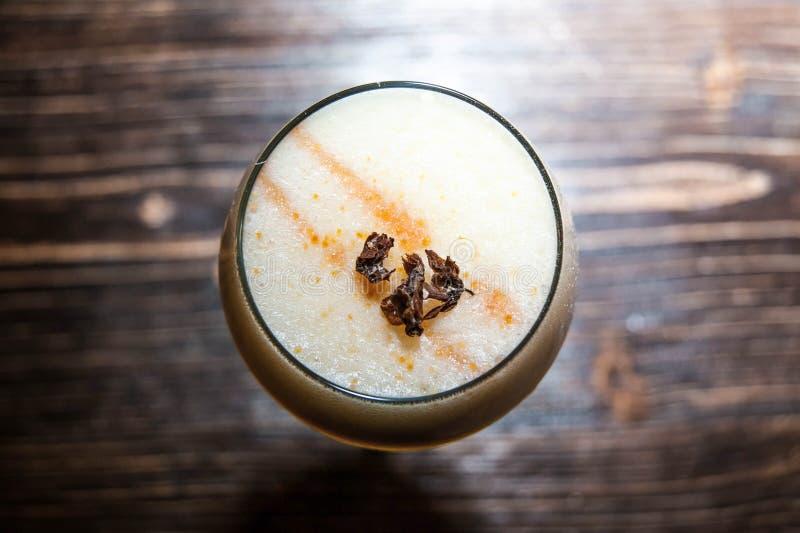 Сметанообразный коктеиль в стекле стоковая фотография rf