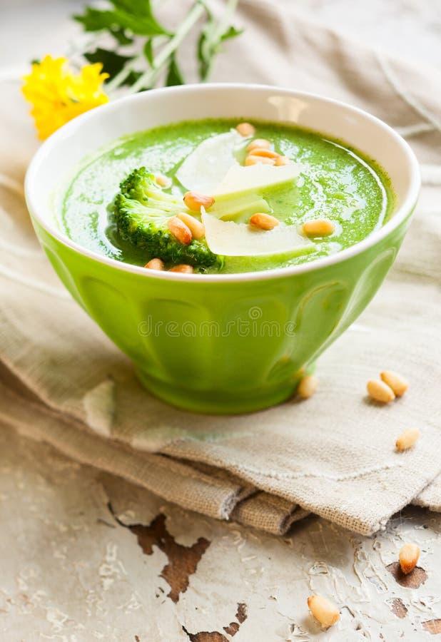 Сметанообразный суп брокколи стоковое изображение