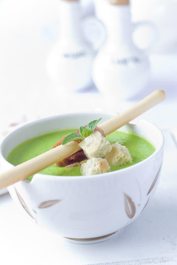 сметанообразный суп горохов стоковые фото