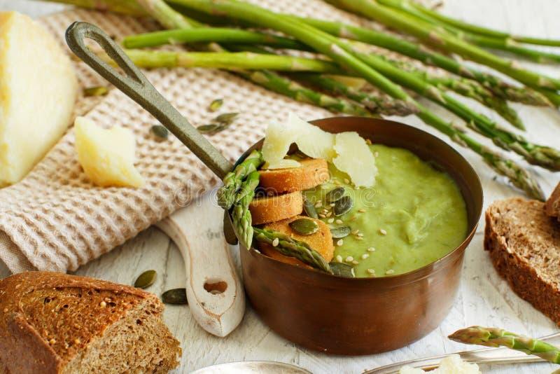 Сметанообразный суп спаржи стоковое изображение