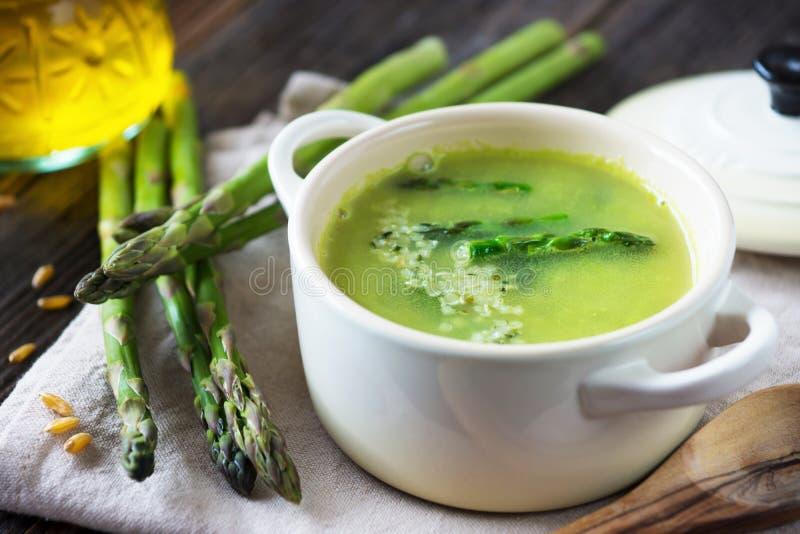 Сметанообразный суп спаржи стоковые фотографии rf