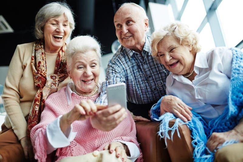 Смех для selfie стоковые фотографии rf