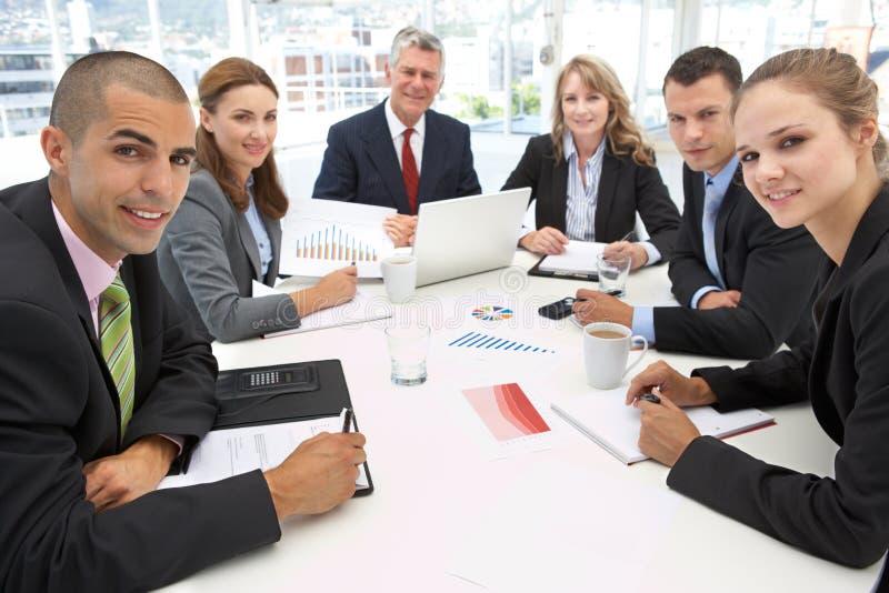 смешанная встреча бизнес-группы стоковое фото