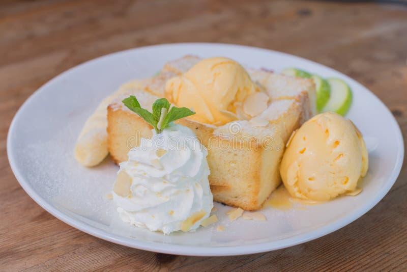 Смешанная здравица плодоовощ и меда с мороженым стоковое изображение rf