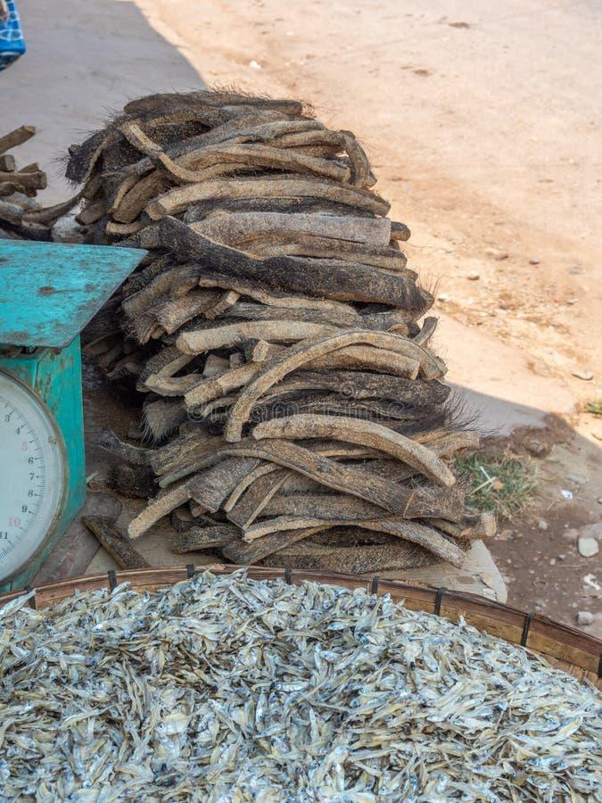 Смешанная продукция для продажи на обочине в Лаосе стоковая фотография rf