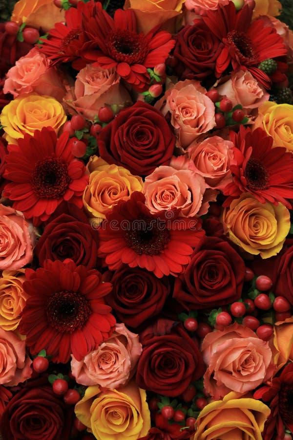 Смешанные розовые цветки свадьбы стоковые изображения
