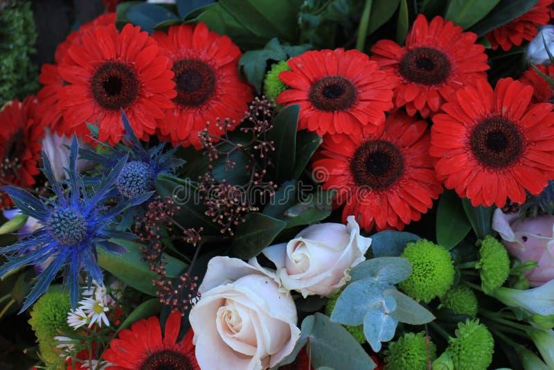 Смешанный букет свадьбы в красной и голубом стоковая фотография