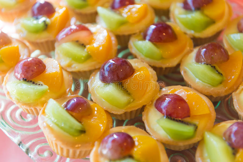 Смешанный пирог заварного крема свежих фруктов стоковое изображение