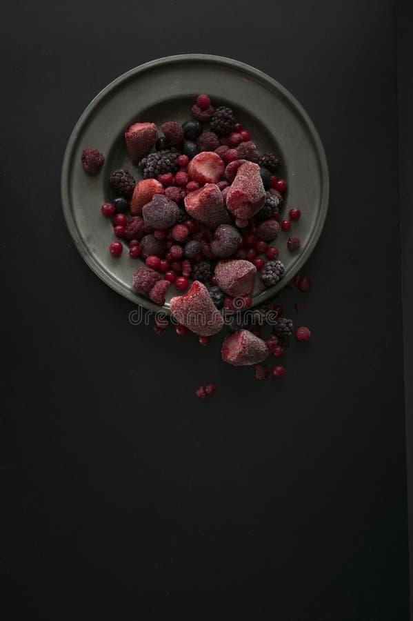 Смешанный плодоовощ на плите стоковое изображение rf