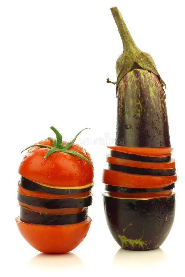 смешанный aubergine отрезанный томат Суринама стоковое фото rf